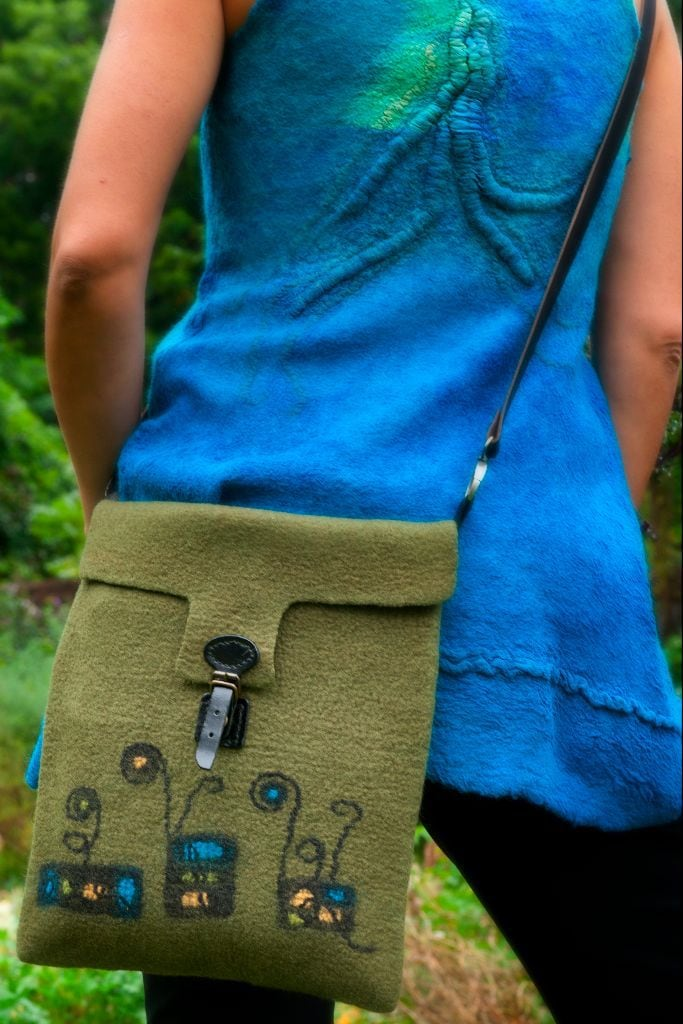 Green bag blue tunic