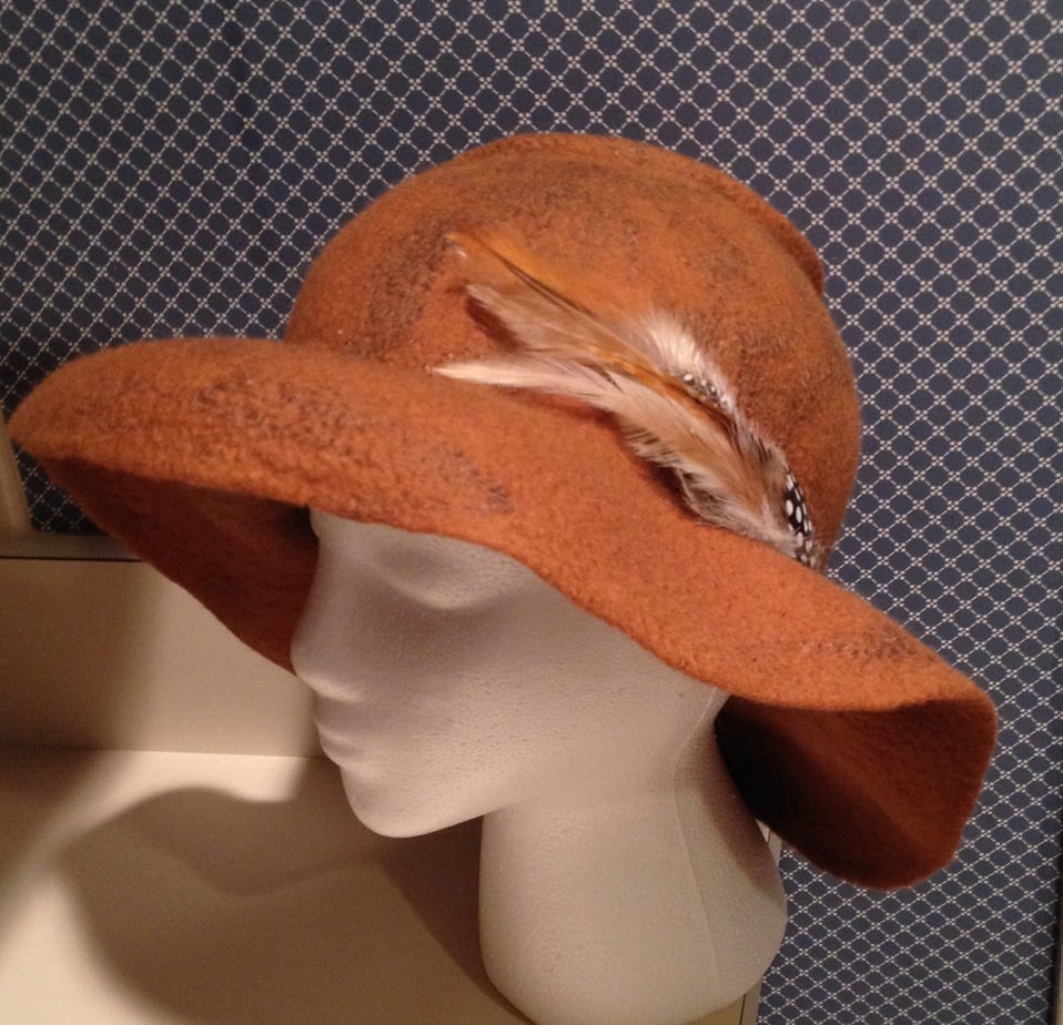 Wide-brim-hat-with-Pheasant-feathers