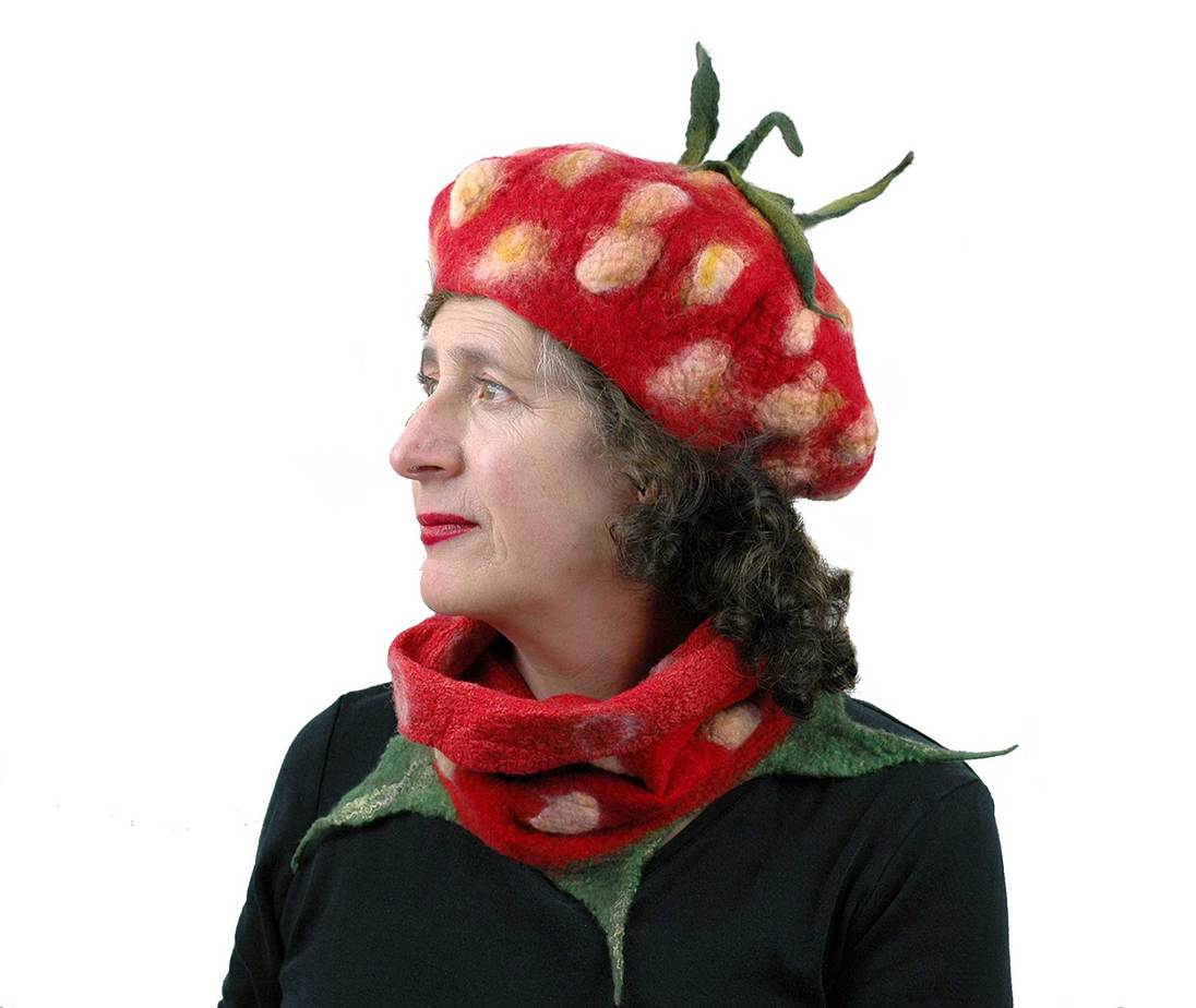 Juliane-Gorman_Strawberry-Beret-and-Neckwarmer1